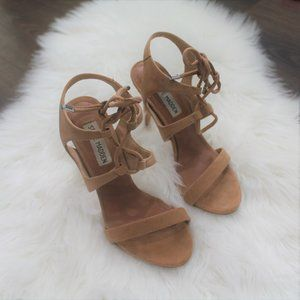 Steve Madden Sz 6 Brown lace up heels